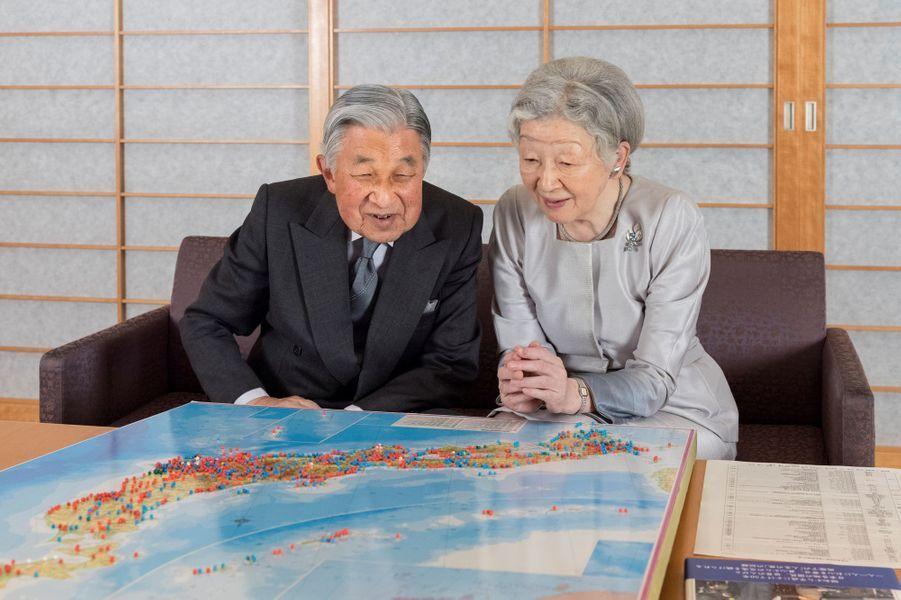 L'impératrice Michiko du Japon avec l'empereur Akihito au Palais impérial à Tokyo, le 10 octobre 2018