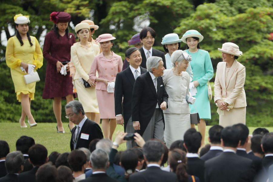 La famille impériale du Japon lors de la garden-party de printemps, à Tokyo le 25 avril 2018