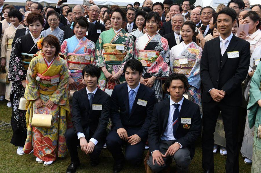 Les champions olympiques des JO de Pyeongchang à la garden-party de printemps, à Tokyo le 25 avril 2018