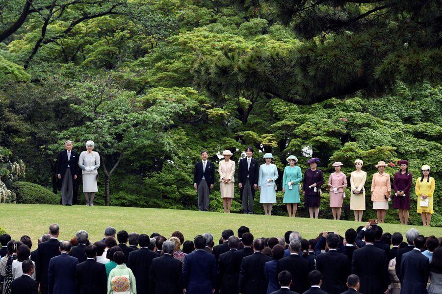 L'impératrice Michiko et l'empereur Akihito du Japon avec la famille impériale à Tokyo, le 25 avril 2018
