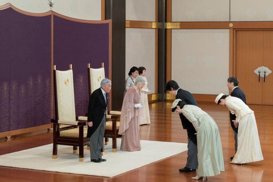 L'empereur Akihito du Japon et l'impératrice Michiko avec les princesses Kiko et Masako et les princes Akishino et Naruhito à Tokyo, le 10 avril 2019