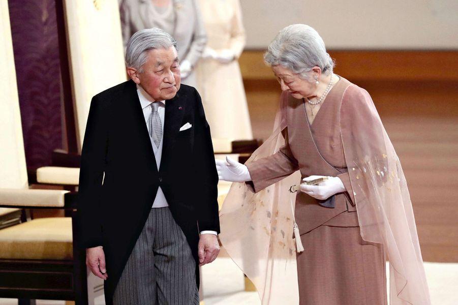 L'empereur Akihito du Japon et l'impératrice Michiko à Tokyo, le 10 avril 2019