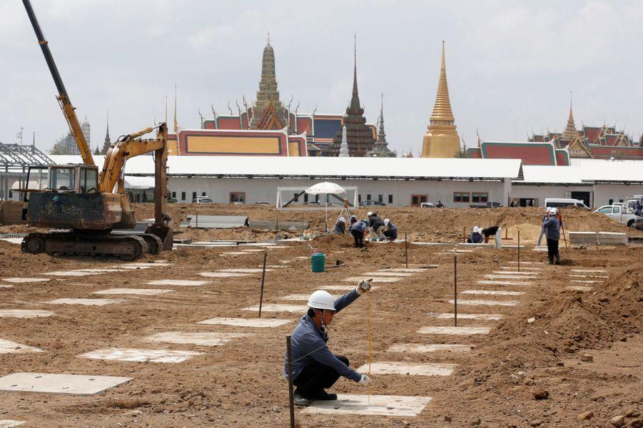 Travaux sur le site de la future crémation de l'ancien roi de Thaïlande Bhumibol Adulyadej, à Bangkok le 9 mars 2017