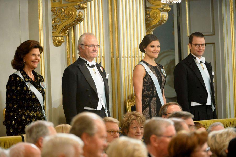 La famille de Suède réunie autour de Silvia