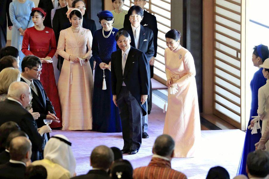 L'empereur Naruhito et l'impératrice Masako du Japon avec le prince héritier Fumihito d'Akishino et les princesses Kiko, Mako et Kako à Tokyo, le 23 février 2020