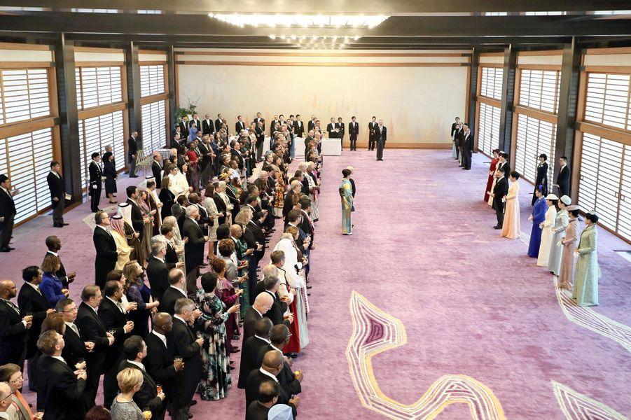 La famille impériale du Japon avec les ambassadeurs et leurs conjoints au Palais impérial à Tokyo le 23 février 2020