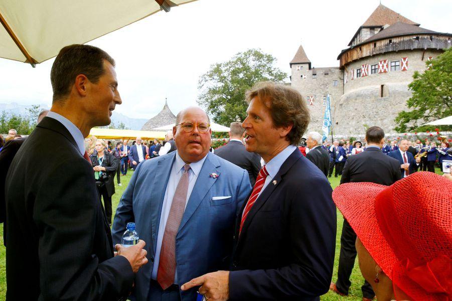 Le prince Aloïs de Liechtenstein avec les ambassadeurs de la Suisse et de l'Autriche à Vaduz, le 15 août 2019