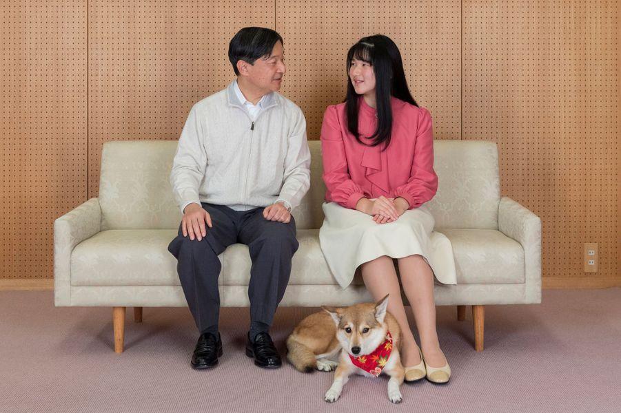 La princesse Aiko avec son père l'empereur Naruhito du Japon et son chien Yuri. Photo réalisée le 25 novembre et diffusée le 1er décembre 2019 pour ses 18 ans