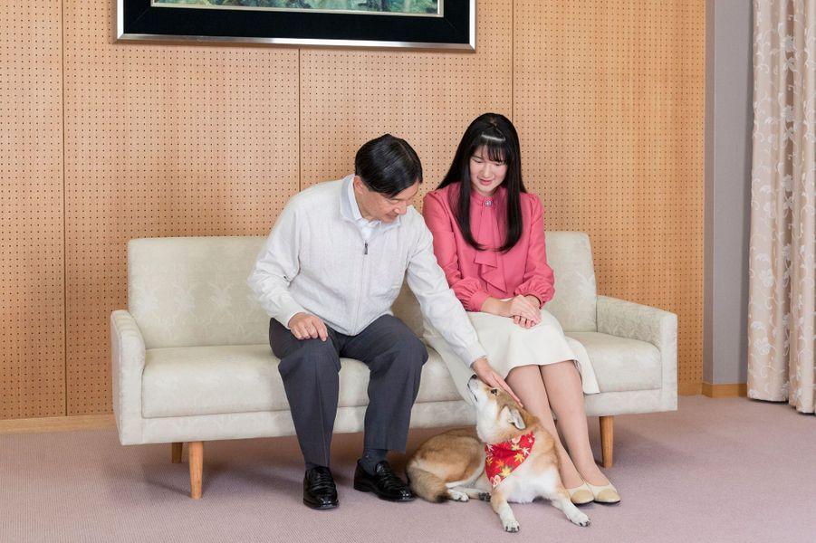 La princesse Aiko du Japon avec son père et son chien. Photo réalisée le 25 novembre et diffusée le 1er décembre 2019 pour ses 18 ans