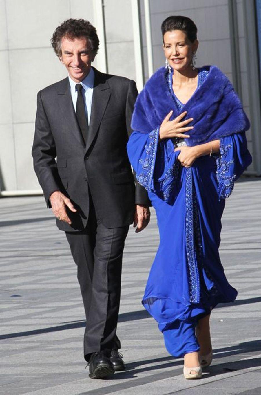 La princesse du Maroc Lalla Meryem, avec Jack Lang, arrive à l'Institut du monde arabe à Paris, le 14 octobre 2014