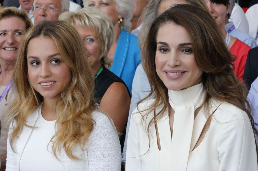 La princesse Iman de Jordanie avec sa mère la reine Rania, le 26 août 2015