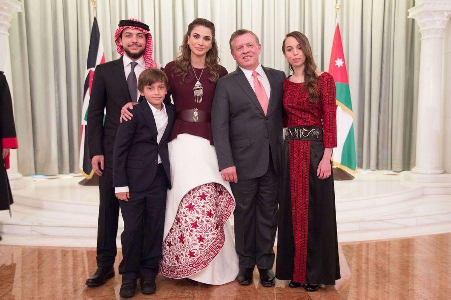 La princesse Salma de Jordanie avec ses parents et ses deux frères, le 25 mai 2016