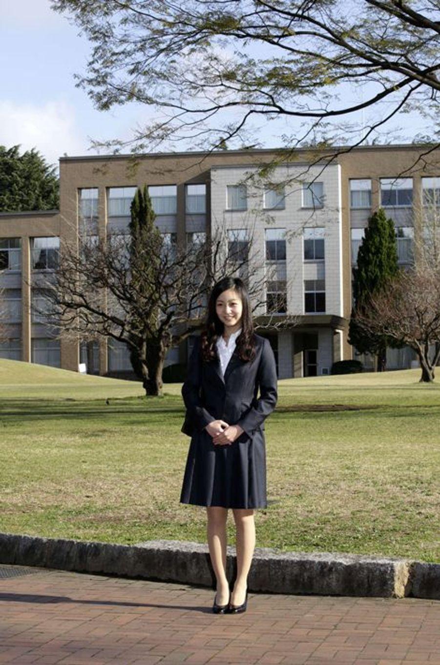 La princesse Kako du Japon sur le campus de l'Université chrétienne internationale à Tokyo, le 2 avril 2015