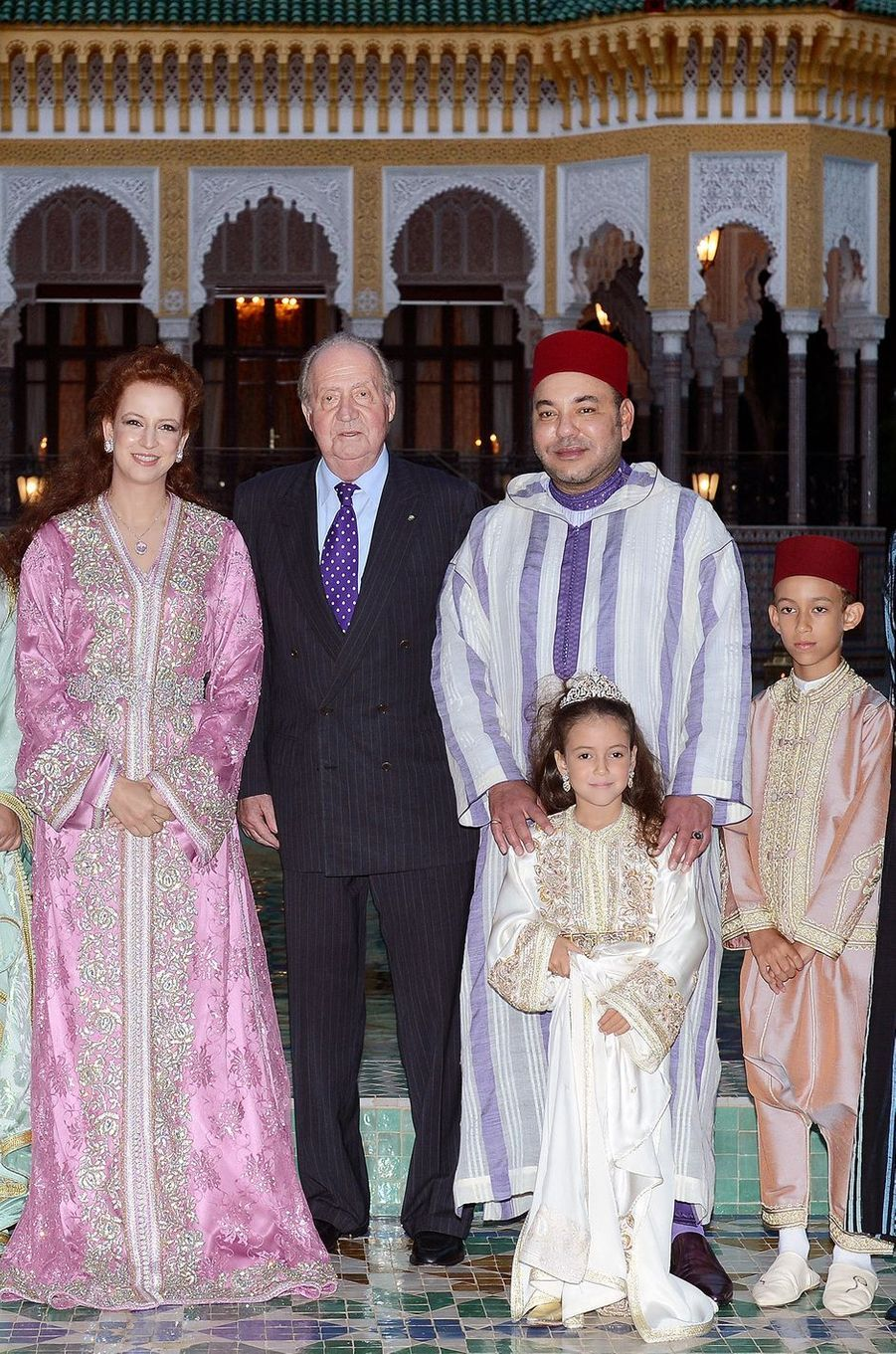 La princesse Lalla Khadija du Maroc avec ses parents, son frère et le roi Juan Carlos d'Espagne, le 15 juillet 2013