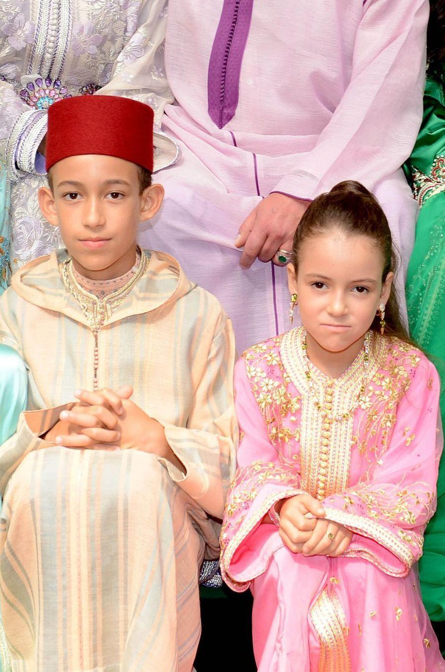 La princesse Lalla Khadija du Maroc avec son frère le prince Moulay El Hassan, le 15 juin 2014