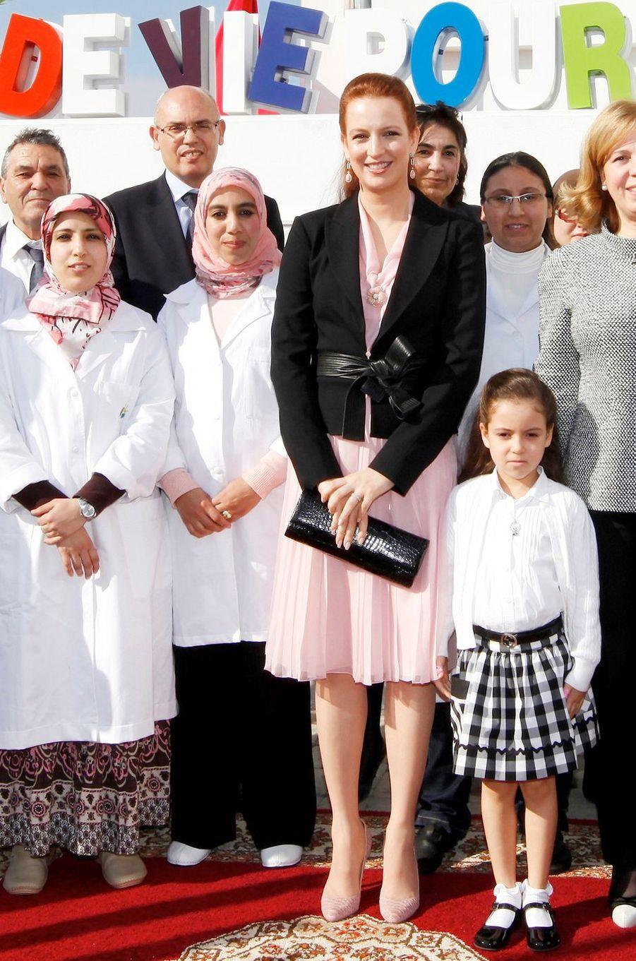 La princesse Lalla Khadija du Maroc avec sa mère la princesse Lalla Salma, le 1er février 2012