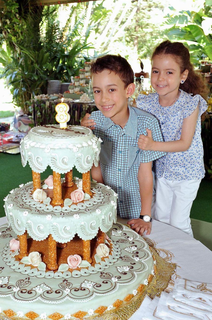 La princesse Lalla Khadija du Maroc avec son frère le prince Moulay El Hassan, le 8 mai 2011