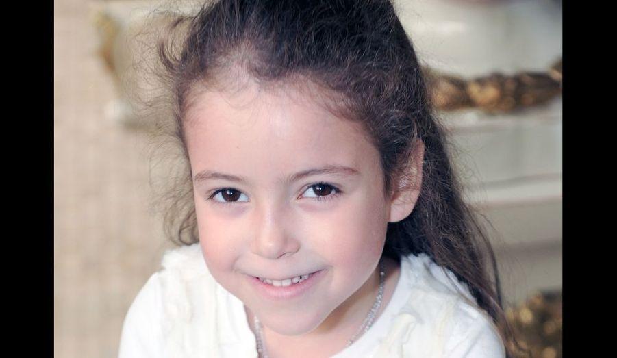 A l'occasion de ses cinq ans, le palais royal de Rabat a dévoilé une photo de la princesse Lalla Khadija. La fillette a fêté son anniversaire le 28 février dernier. Lalla Khadija est la fille du roi du Maroc, Mohamed VI, et de son épouse la princesse Lalla Salma - la deuxième enfant du couple royal, après son frère, le prince héritier Moulay Hassan.