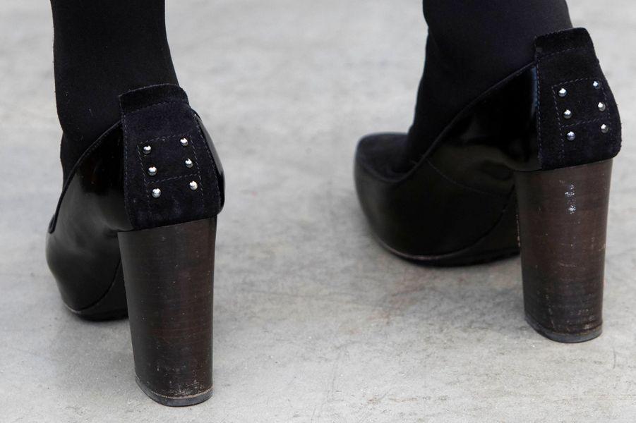 Détail des chaussures de la princesse Mabel qui inaugure l'exposition de Carla Kleekamp à Alphen-sur-le-Rhin, le 1er février 2015