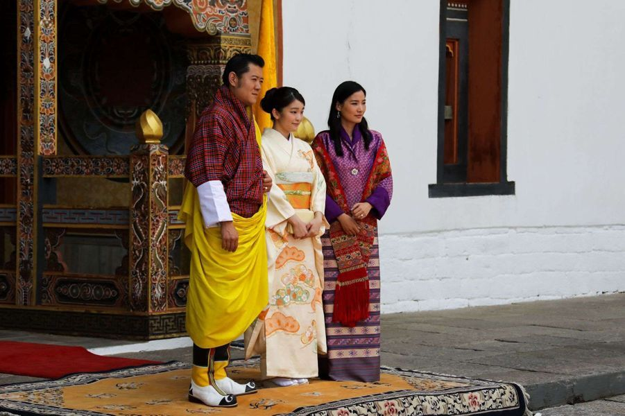 La princesse Mako du Japon avec le roi et la reine du Bhoutan à Thimphou, le 1er juin 2017