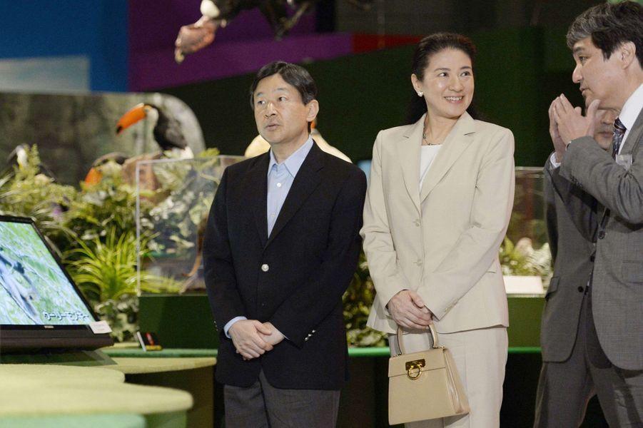 La princesse Masako et le prince Naruhito du Japon au Museum national de la nature et de la science à Tokyo, le 10 juin 2015