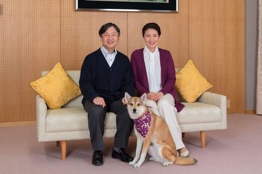 La princesse Masako du Japon avec son mari le prince Naruhito et leur chien Youri, à Tokyo le 4 décembre 2018