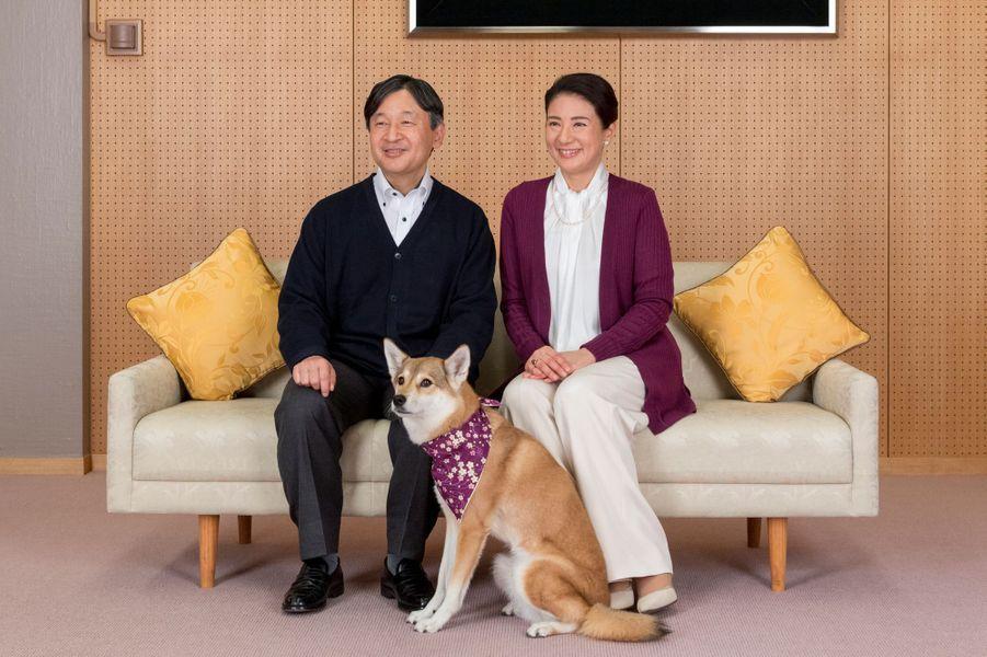 La princesse Masako et le prince Naruhito du Japon, avec leur chien Youri, à Tokyo le 4 décembre 2018