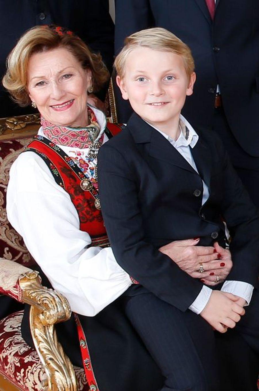 La reine Sonja et son petit-fils le prince Sverre-Magnus au Palais royal d'Oslo, le 17 décembre 2014