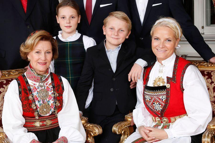 La reine Sonja, les princesses Mette-Marit et Ingrid-Alexandra et le prince Sverre-Magnus au Palais royal d'Oslo, le 17 décembre 2014