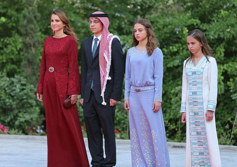 La princesse Salma de Jordanie avec sa mère la reine Rania, son frère aîné et sa soeur, le 25 mai 2013