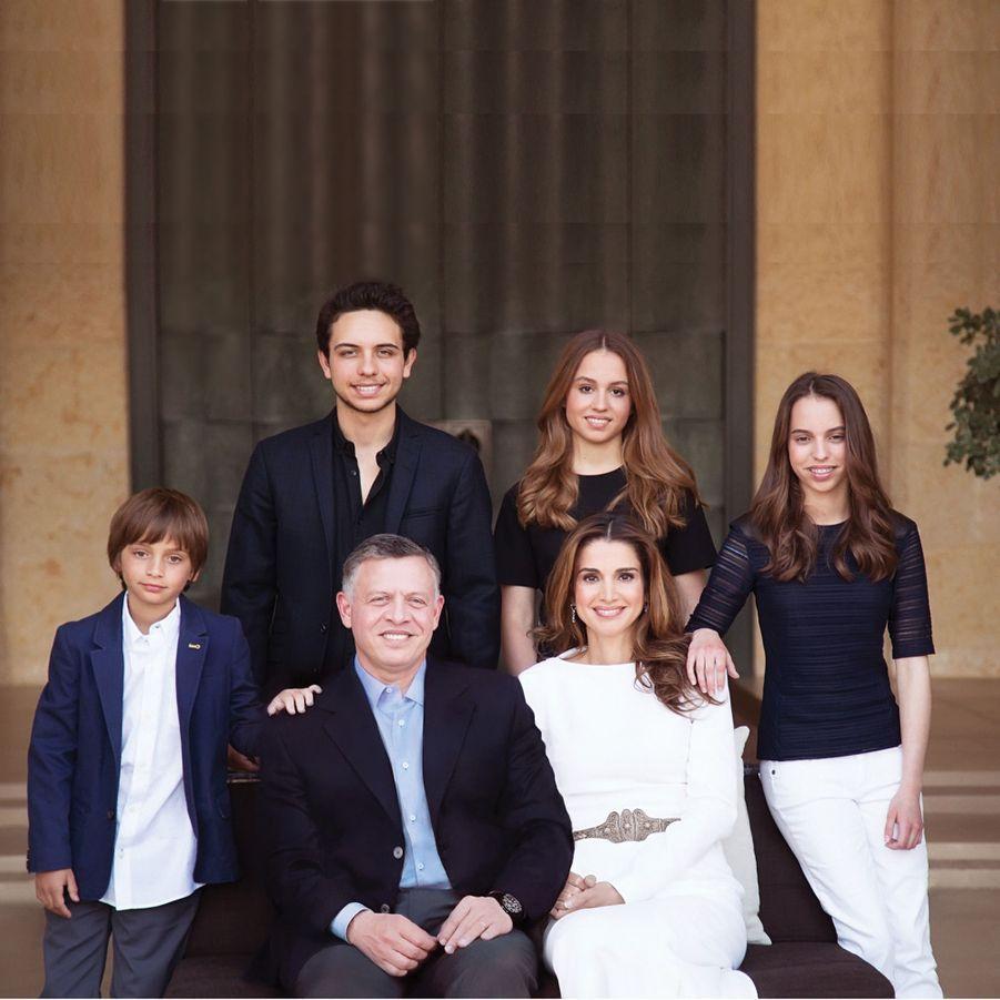 La princesse Salma de Jordanie avec ses parents, sa soeur et ses frères. Photo diffusée le 1er janvier 2015