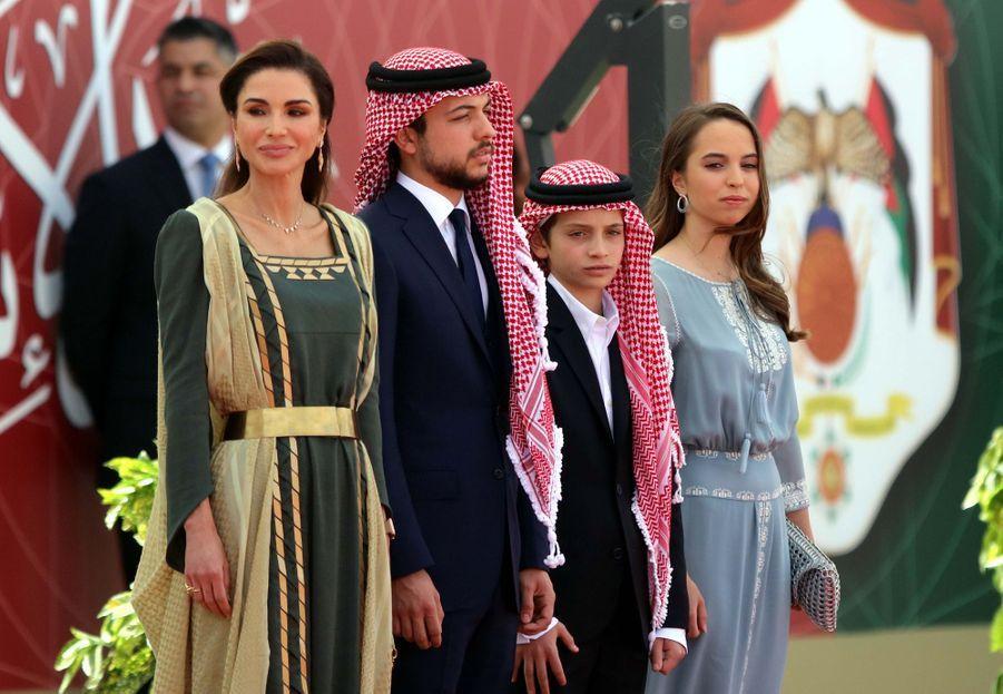 La princesse Salma de Jordanie avec sa mère la reine Rania et ses frères, le 25 mai 2019