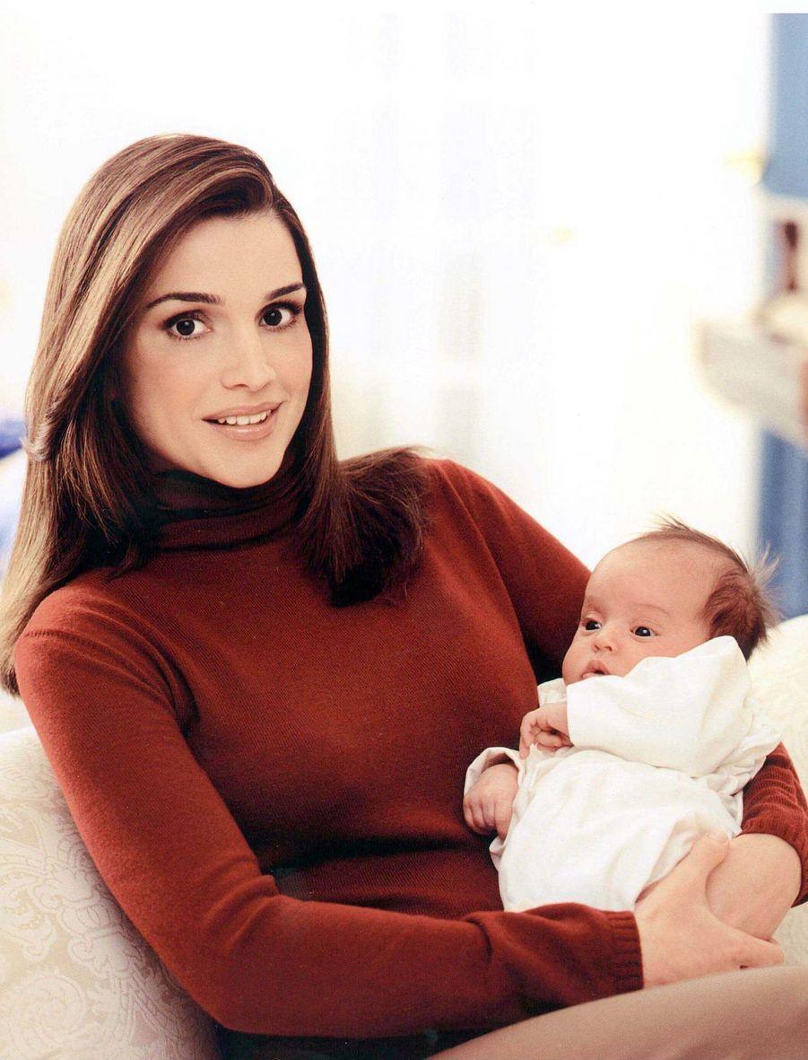 La princesse Salma de Jordanie avec sa mère la reine Rania, le 1er décembre 2000