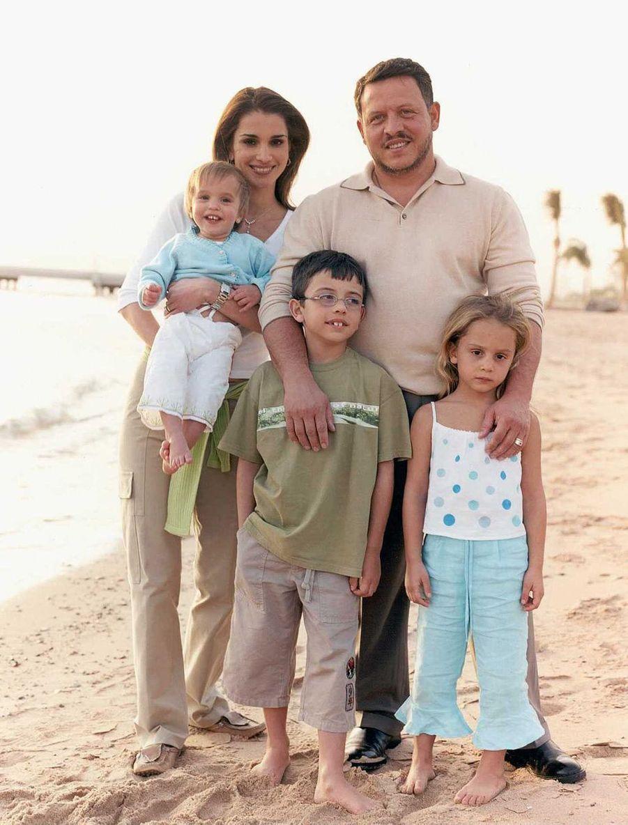 La princesse Salma de Jordanie avec ses parents, son frère et sa soeur aînés, le 1er juin 2003