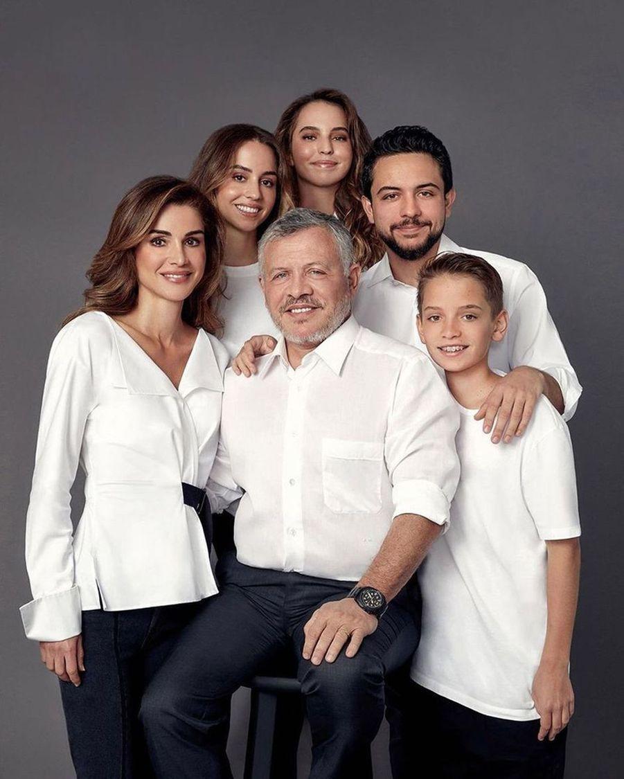 La princesse Salma de Jordanie avec ses parents, sa soeur et ses frères. Photo diffusée le 16 décembre 2019