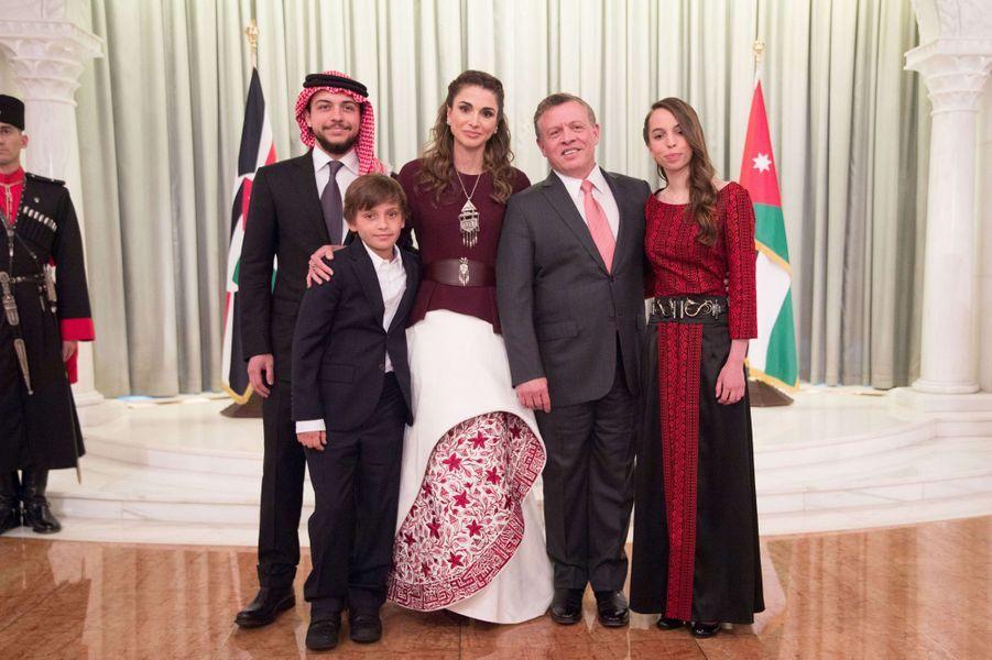 La princesse Salma de Jordanie avec ses parents et ses frères, le 25 mai 2016