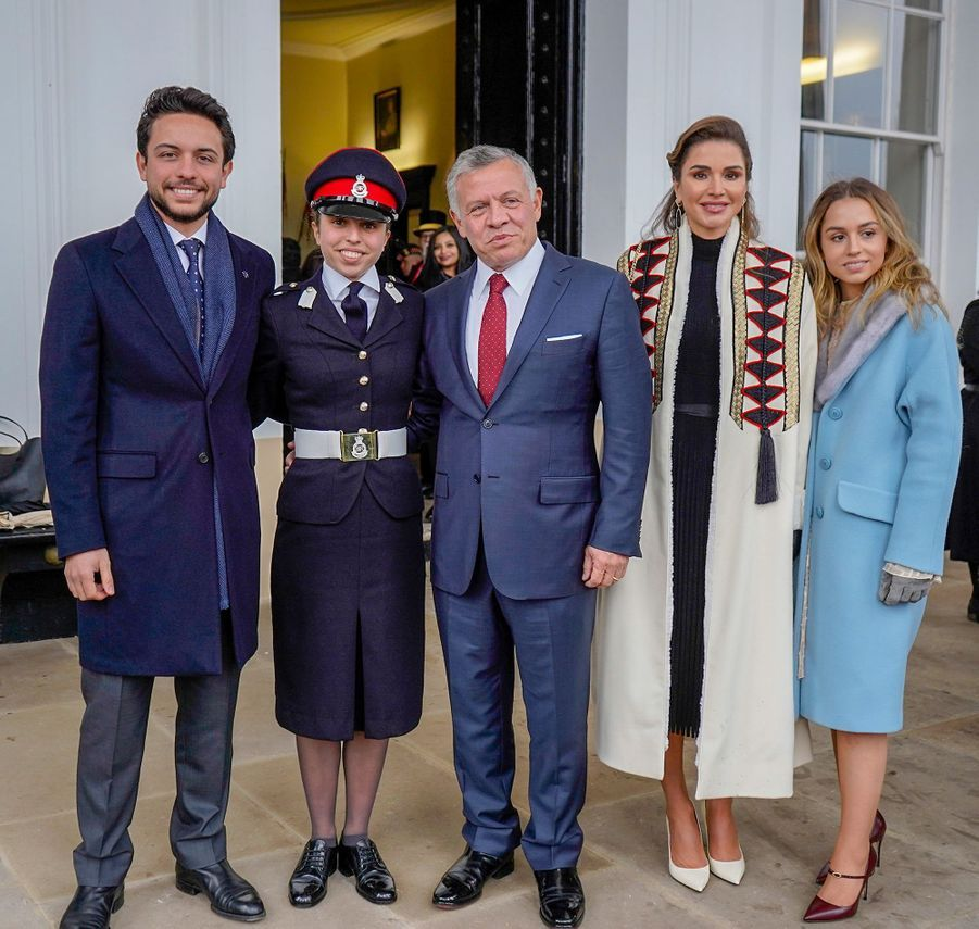 La princesse Salma de Jordanie entourée de la reine Rania, du roi Abdallah II, du prince Hussein et de la princesse Iman à Sandhurst, le 24 novembre 2018