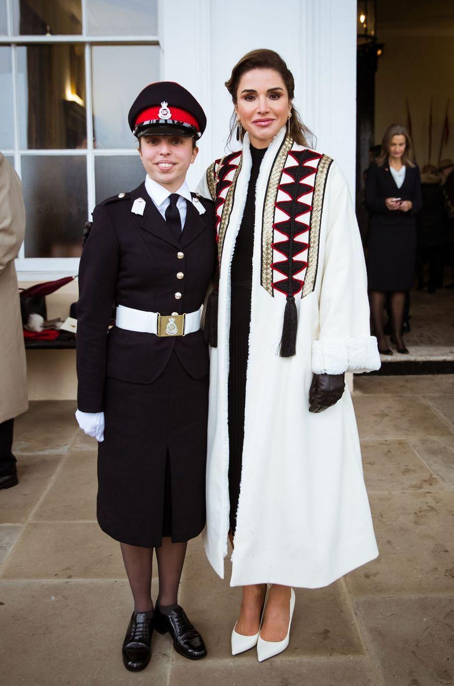 La princesse Salma de Jordanie avec sa mère la reine Rania à Sandhurst, le 24 novembre 2018