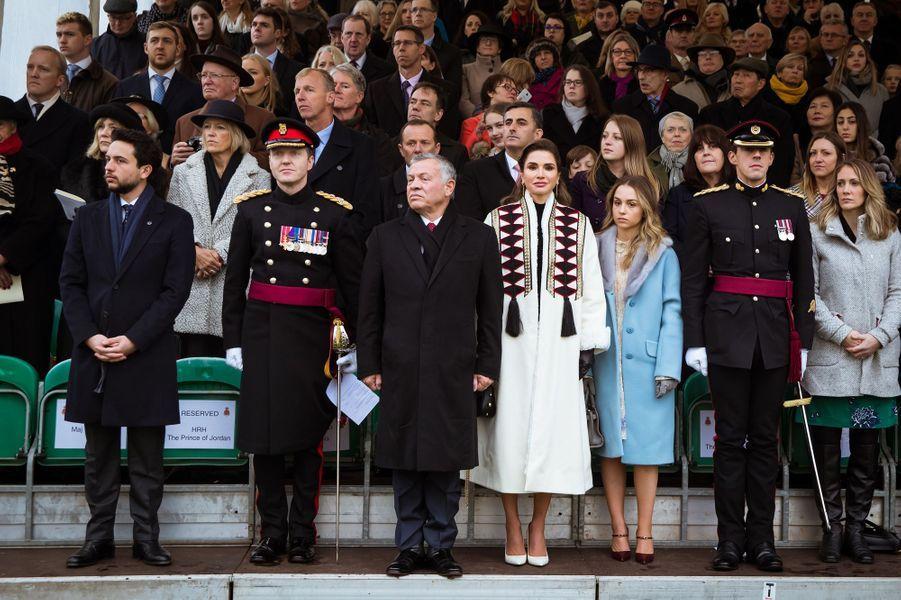 Le prince Hussein, le roi Adballah II, la reine Rania et la princesse Iman de Jordanie à Sandhurst, le 24 novembre 2018