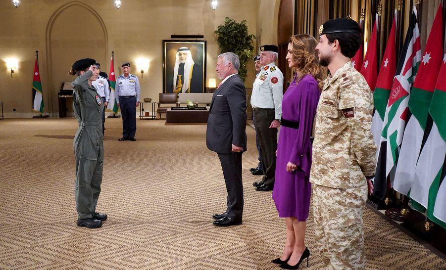 La princesse Salma de Jordanie avec ses parents, le roi Abdallah II et la reine Rania, et son frère aîné le prince héritier Hussein, le 8 janvier 2019 à Amman