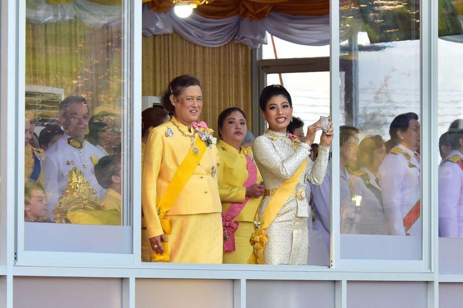 La princesse Sirivannavari Nariratana de Thaïlande avec la famille royale à Bangkok, le 5 mai 2019