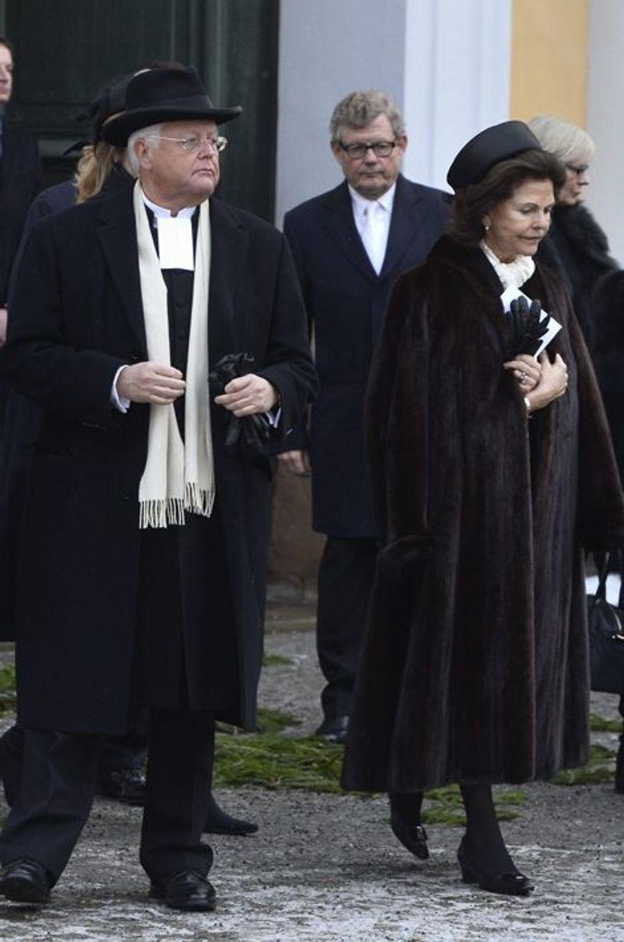 Le roi Carl XVI Gustaf et la reine Silvia à l'office pour Peter Wallenberg à Stockholm, le 4 février 2015