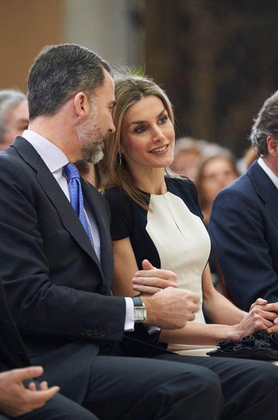 Le roi Felipe VI et la reine Letizia lors de la remise des Prix de la culture 2013 à Madrid, le 16 février 2015