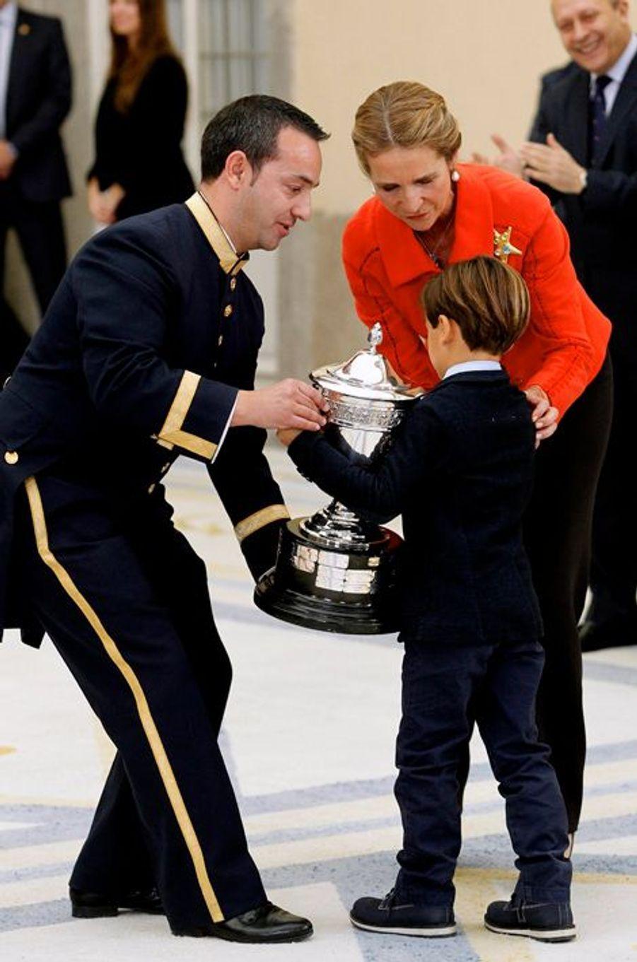 L'infante Elena d'Espagne remet un prix du sport 2013 à Madrid, le 4 décembre 2014