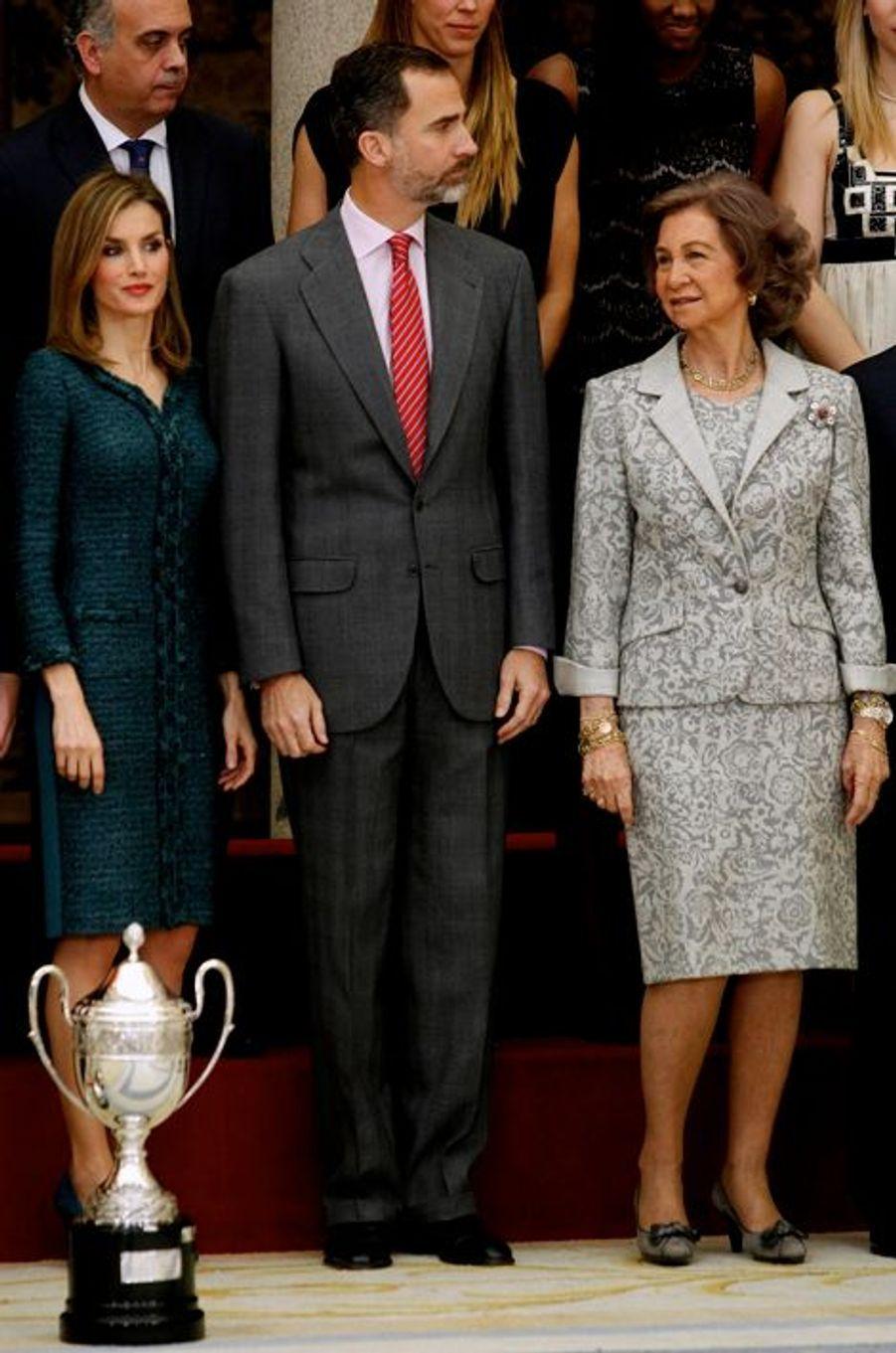 Le roi Felipe VI d'Espagne, la reine Letizia et l'ex-reine Sophia à Madrid, le 4 décembre 2014