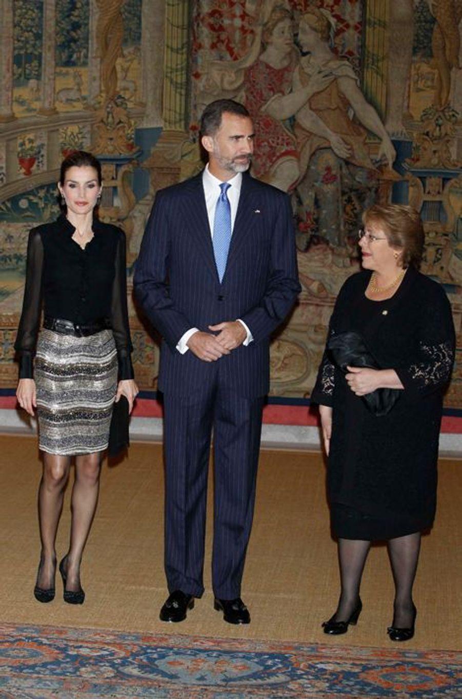 Le roi Felipe VI d'Espagne et la reine Letizia au dîner offert par la présidente du Chili Michelle Bachelet à Madrid, le 30 octobre 2014
