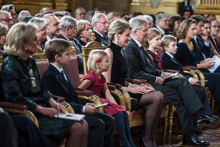 La famille royale de Belgique, avec les princesses Astrid et Claire, au concert de Noël au Palais royal de Bruxelles, le 17 décembre 2014