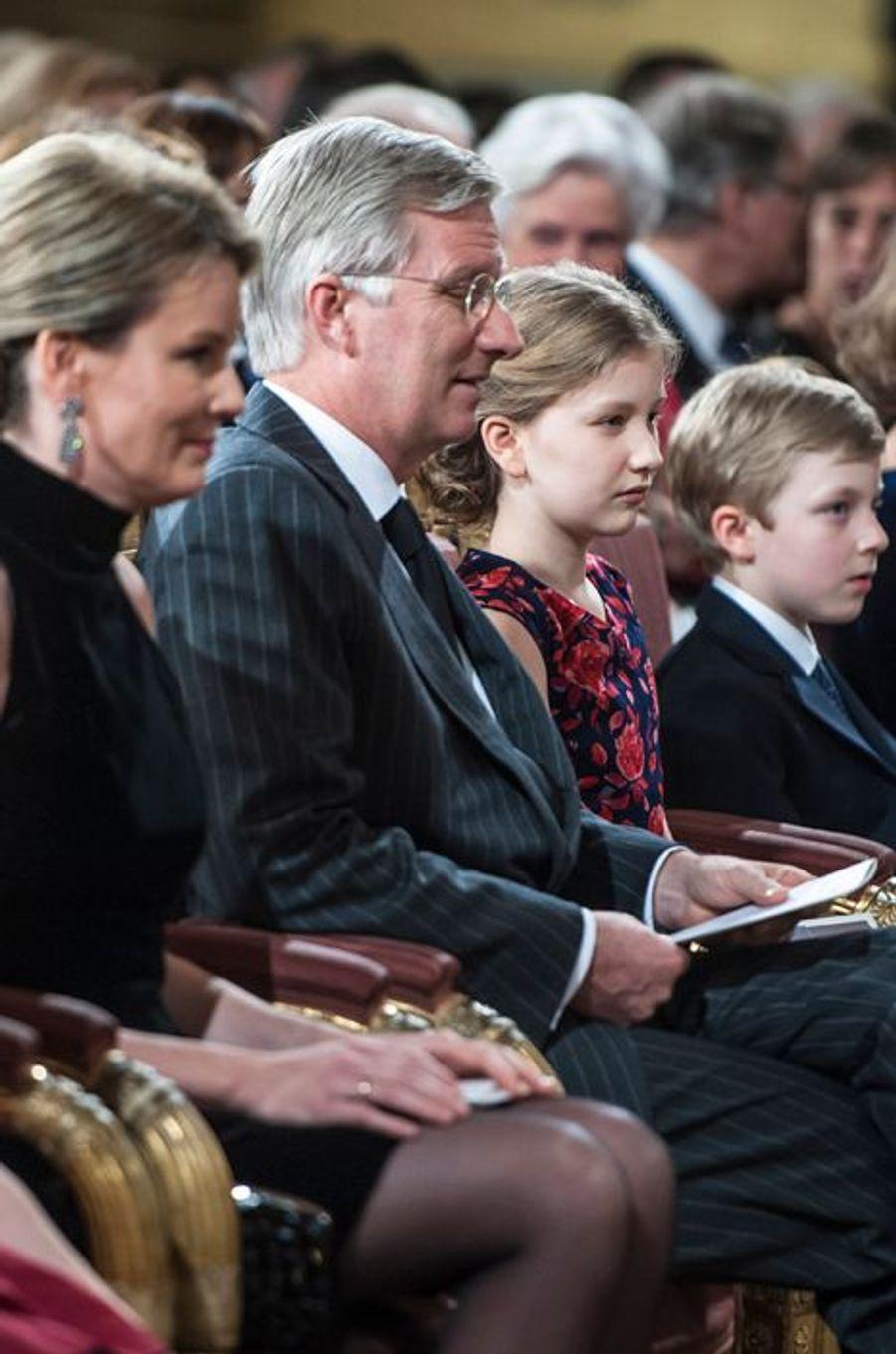 Le roi Philippe de Belgique, la reine Mathilde, Elisabeth et Emmanuel au concert de Noël au Palais royal de Bruxelles, le 17 décembre 2014