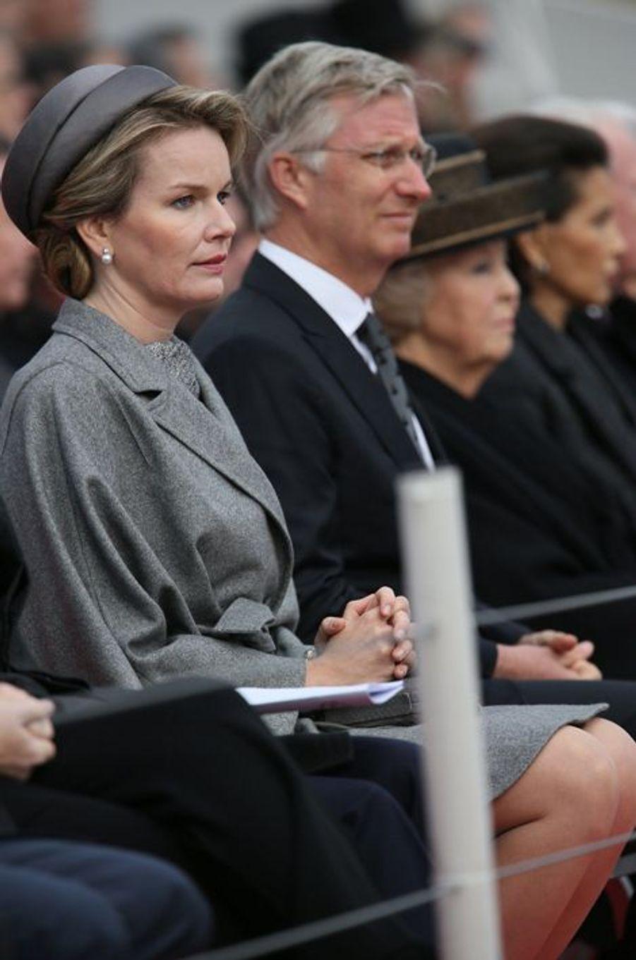 La reine Mathilde, le roi Philippe de Belgique et la princesse Beatrix des Pays-Bas à Nieuwpoort, le 28 octobre 2014