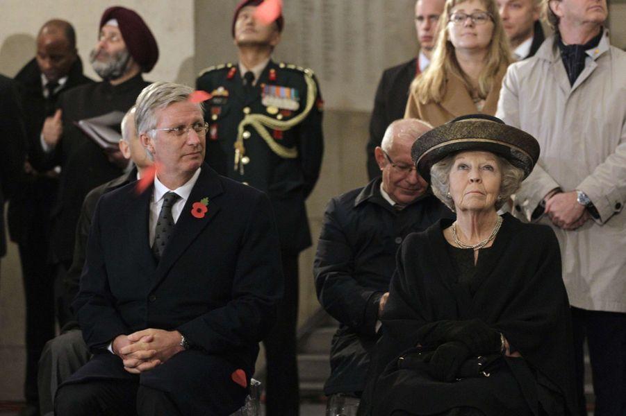 Le roi Philippe de Belgique et la princesse Beatrix des Pays-Bas au mémorial de la porte de Menin à Ypres, le 28 octobre 2014